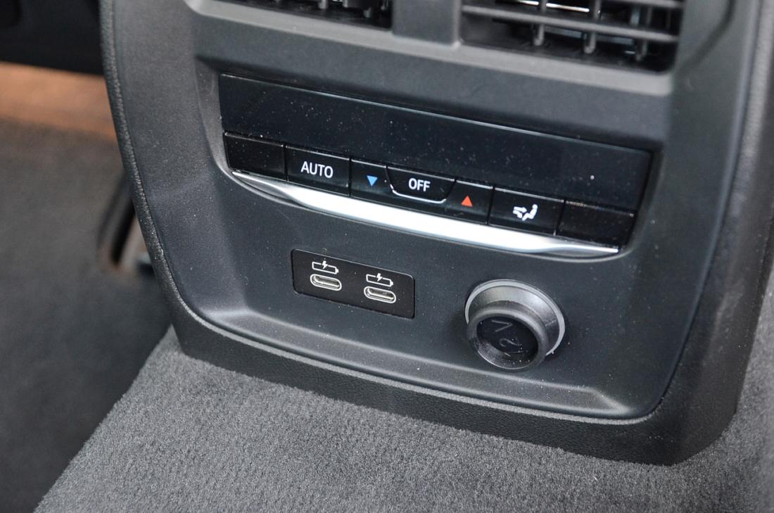 BMW3シリーズ USB-C
